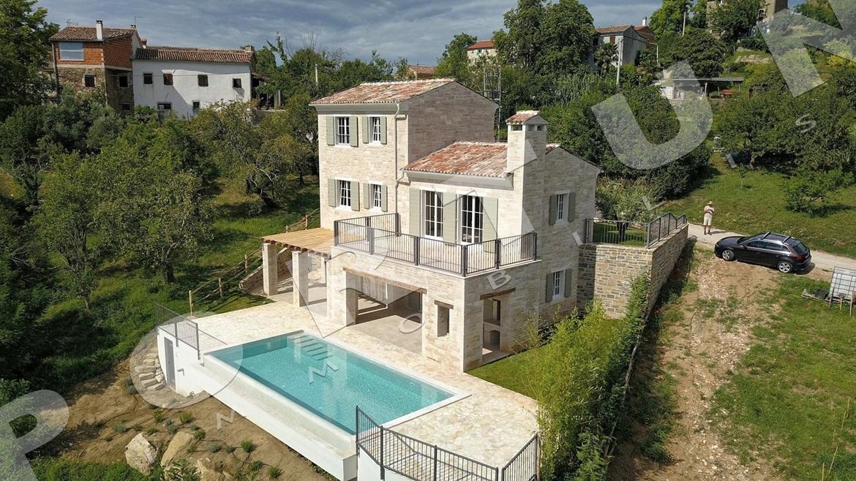 Luksuzna vila u sredi njoj istri s fantasti nim pogledom for Ville di legno di lusso